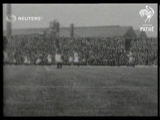1928 Soccer season kicks off - Manchester United v Leicester City / Chelsea v Swansea (1928)