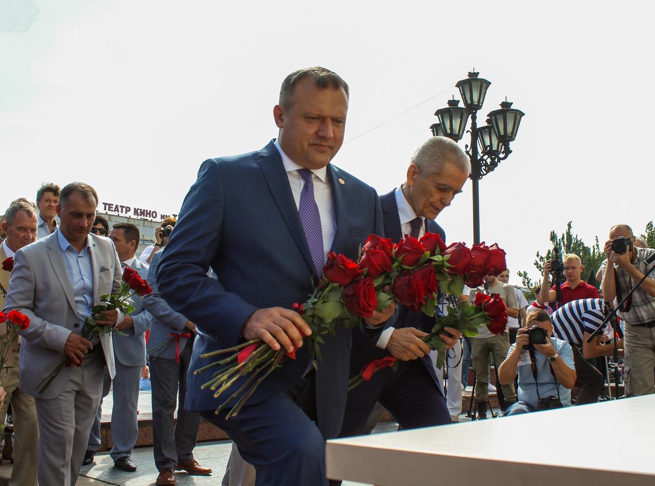 В Донецке открыли мемориальную доску Иосифу Кобзону