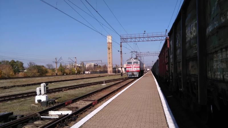 Электровоз ВЛ8М-701 с приветливой бригадой на станции Дебальцево. ДонЖД. (16.10.2019)