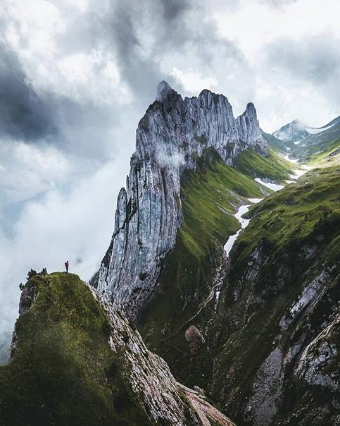 Утро в швейцарских горах