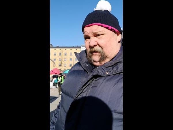 Suomen Kansa Ensin puoluejohtaja Papa Geurt de Wit pakenee perhearvojen edessä