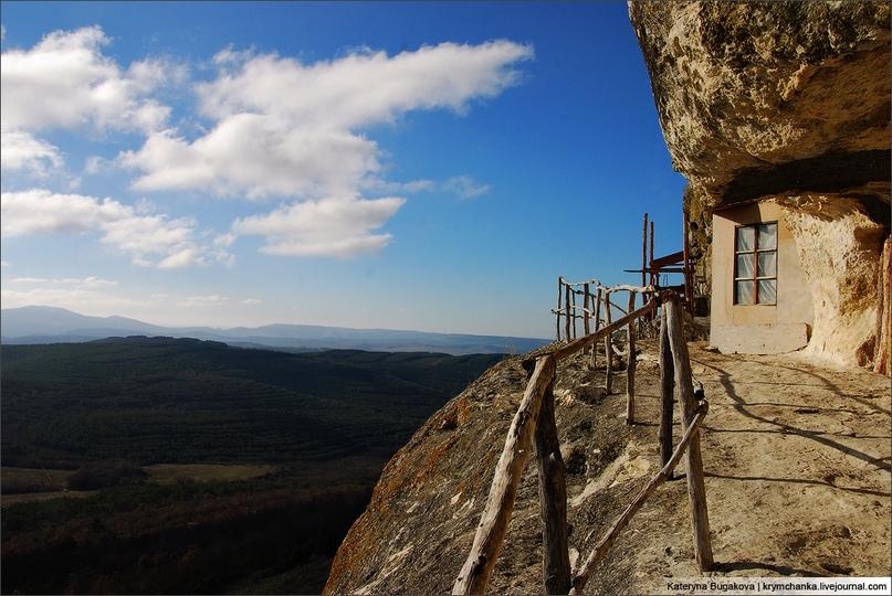 Вид, открывающийся с пещерного монастыря Челтер-Мармара