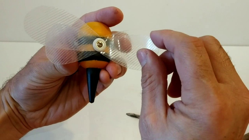 Поделки своими руками. Пчела из киндера. How to make a bee from Kinder