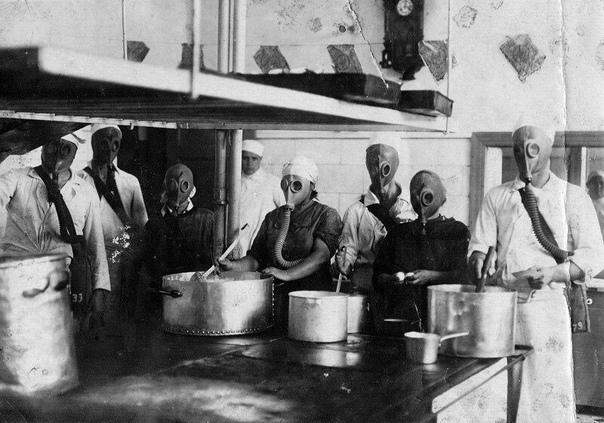 Учения на кухне санатория НКВД, Евпатория, 1930-е.