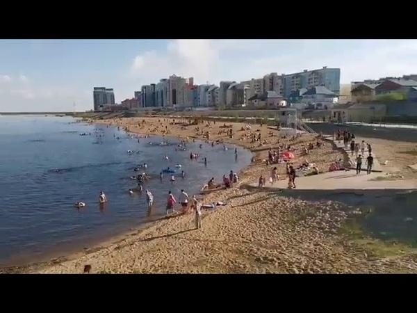 Пляж в Якутске полон людей. Карантин и самоизоляция?