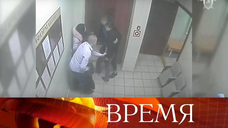 В Ельце Липецкой области пациент с приятелями избили врачей городской больницы.