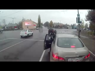 Батюшка шалит на дороге