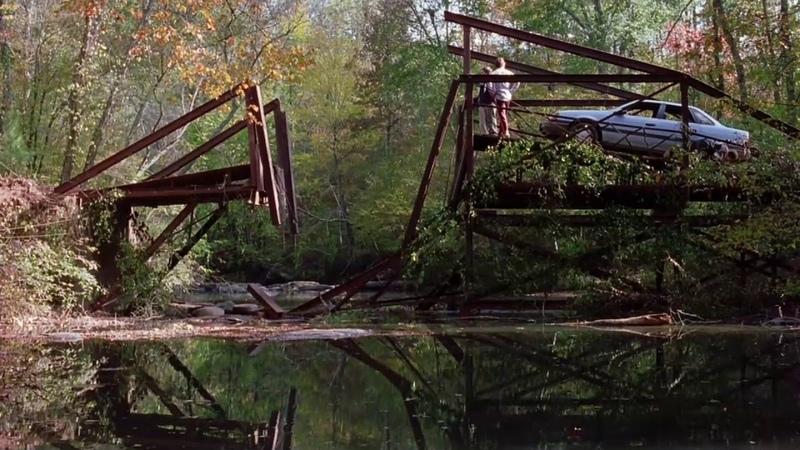 Перепрыгним на машине через мост отрывок из фильма Дорожное Приключение Road Trip 2000