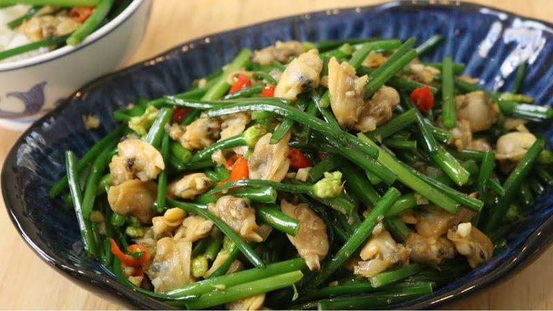 Garlic Chive Shoots Clam Meat Stir Fry (韭苔炒蛤肉)