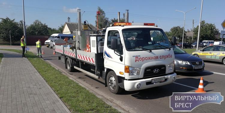 Холодный пластик используют для нанесения разметки на дорогах Брестской области