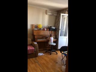 Юный пианист:)