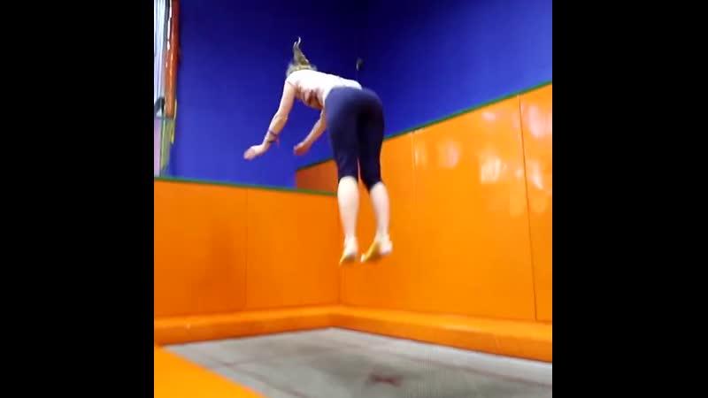 Кто сказал что девочки плохо прыгают на батутах? Зацените!