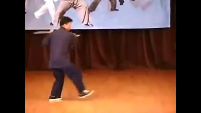 Master Alex Dong - advanced Dong(Tung) Taiji Saber Dao sabre form