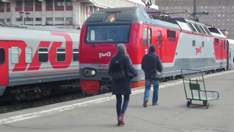 ЭП2К 310 с фирменным поездом №15 Екатеринбург Москва прибывает на Казанский вокзал