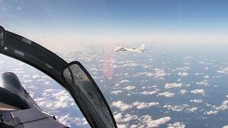 Кадры совместного воздушного патрулирования самолетами ВКС России и ВВС НОАК