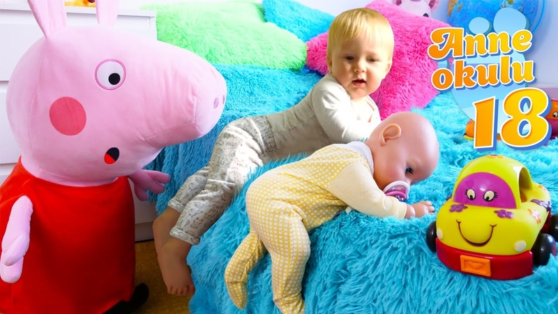 Bebek bakma oyunu. Peppa Pig ve Karl Baby Borna yataktan inmeyi öğretiyor! Anne Okulu 18. bölüm!