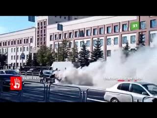 А возле областного суда прямо на дороге вспыхнула автомобиль