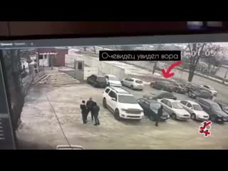 В Харькове устроили самосуд над вором, который залезал в чужие автомобили, пока их владельцы были заняты своими делами