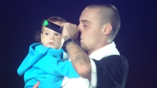Guf - Ice baby Live (Гуф живое исполнение на сцене вместе с сыном)