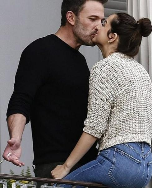 Бен Аффлек и Ана де Армас на досъемках эротического триллера «Глубокая вода» Они сыграют супружескую пару, у которой серьезные проблемы в браке и которые заводят себе любовников на стороне. Так