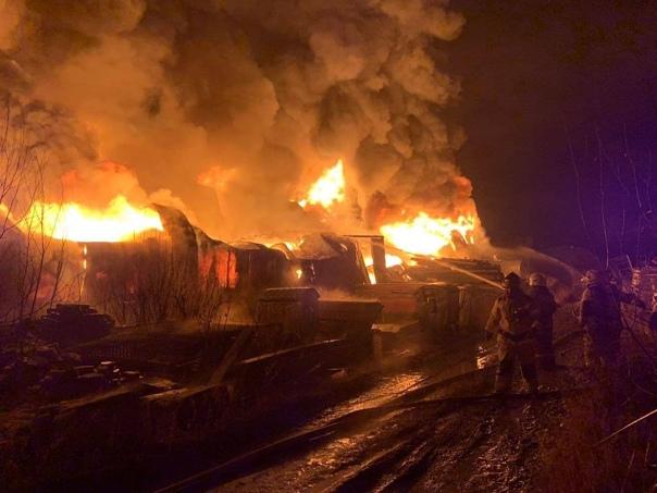 Пожарные ликвидировали открытое горение на площади...