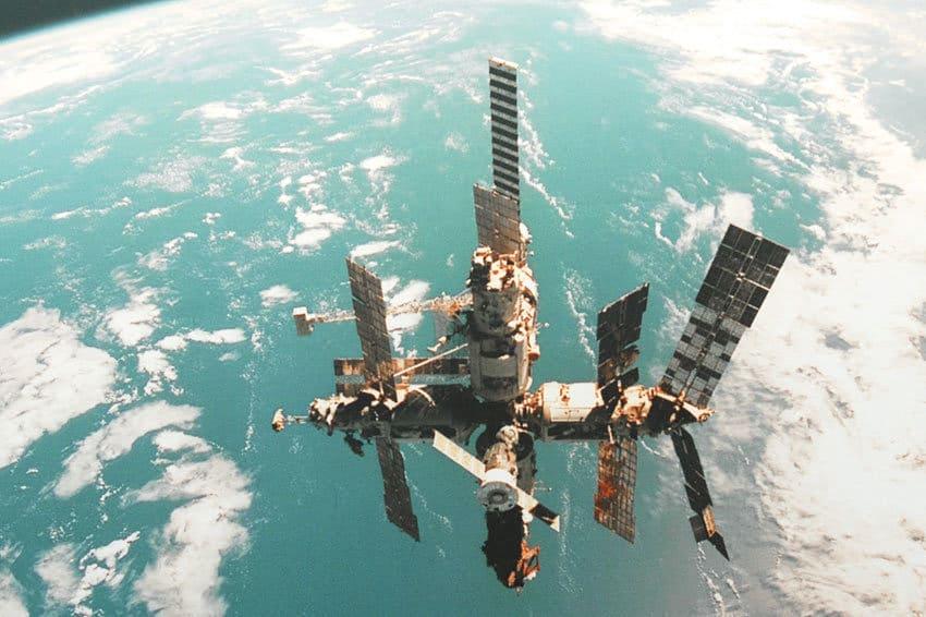 35 лет назад, 20 февраля 1986 года, на орбиту был запущен первый (базовый) модуль орбитальной станции «Мир»