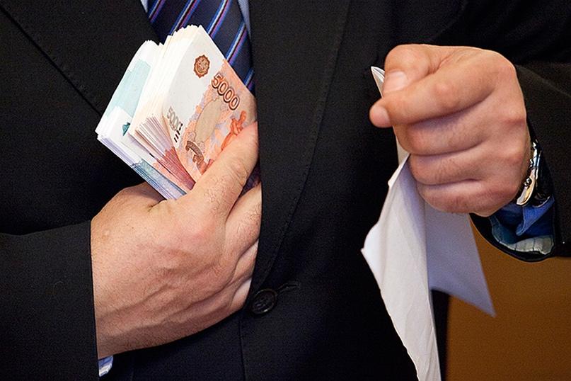 Чиновника из Нижневартовска подозревают в получении миллионной взятки