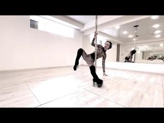 Немного танцев от экс-участницы «Дом 2» Александры Харитоновой