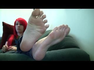 Рыжая девушка , ступни (РАП)