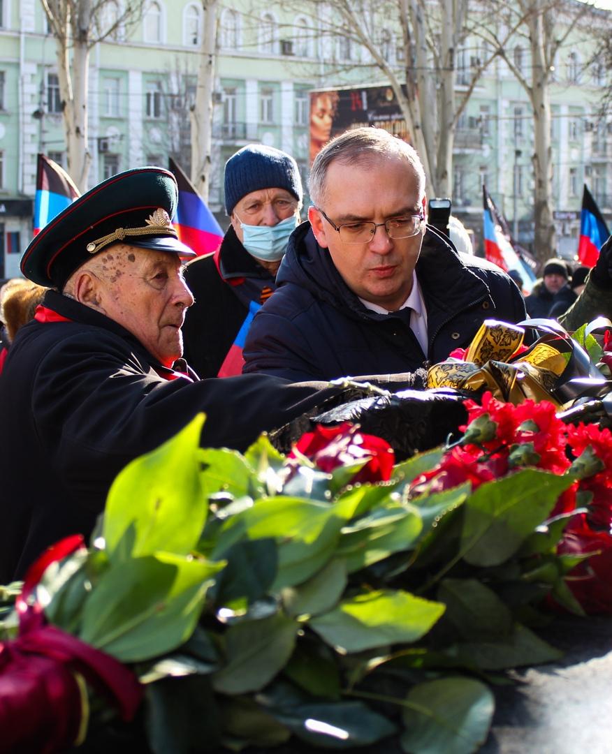 Алексей Кулемзин принял участие в возложении цветов к памятникам К.А. Гурову и Ф.А. Гринкевичу