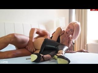 LauraParadise - CUCKOLD! Er besamt mich direkt vor dir! (720p) [Amateur, German Teen, Blowjob, Pussy Fuck, Creampie]