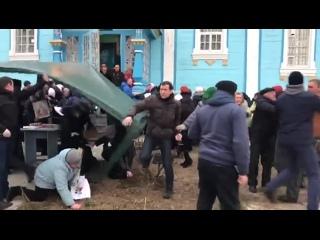 Сторонники ПЦУ попытались захватить храм Украинской православной церкви