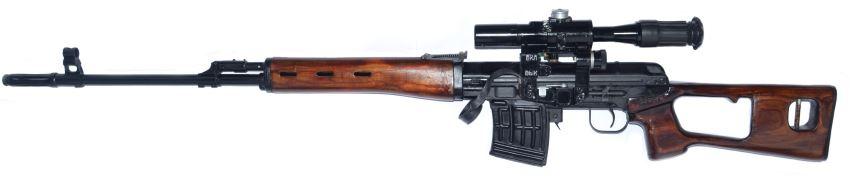 Снайперская винтовка Драгунова (СВД), вид слева.