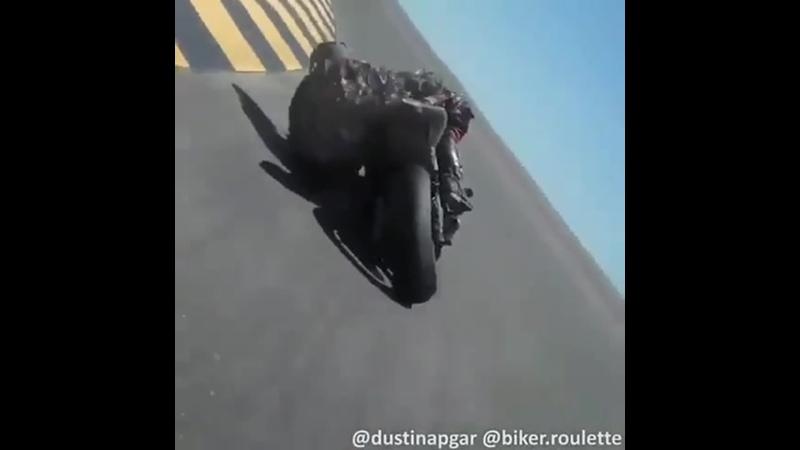 Головой об асфальт bikestagram bikergang helmet helmets streetbike speed speedy instamotor instabike instagramanet