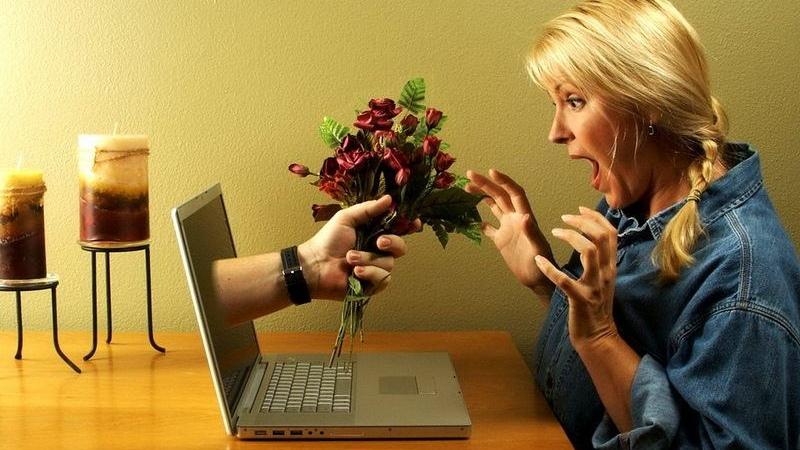 Таганроженка познакомилась с мужчиной на сайте знакомств, а после он обворовал ее
