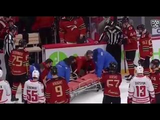 Во время матча КХЛ Авангард - Автомобилист один из судей потерял сознание