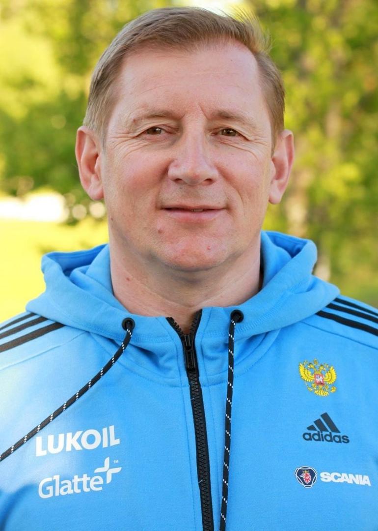 Старший тренер мужской сборной России по биатлону Юрий Каминский рассказал о сбо...