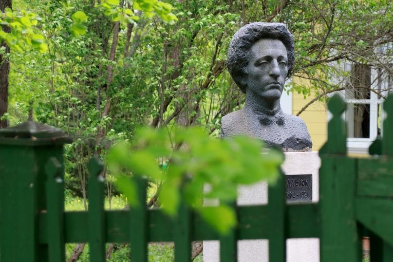 Памятник А.А.Блоку