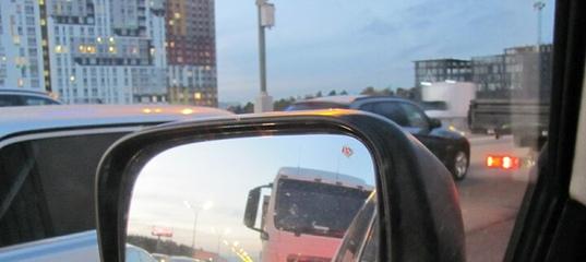 Машина сзади слепит светом фар – как можно сообщить её водителю об этом?