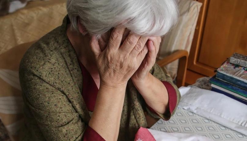 Дистанционные мошенники обманули пожилую жительницу Алдана, представившись ее внучкой