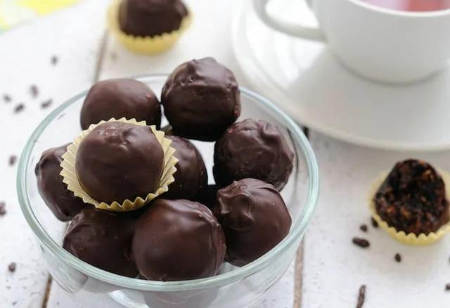 Готовим шоколадные конфеты с начинкой: коллекция рецептов и идей