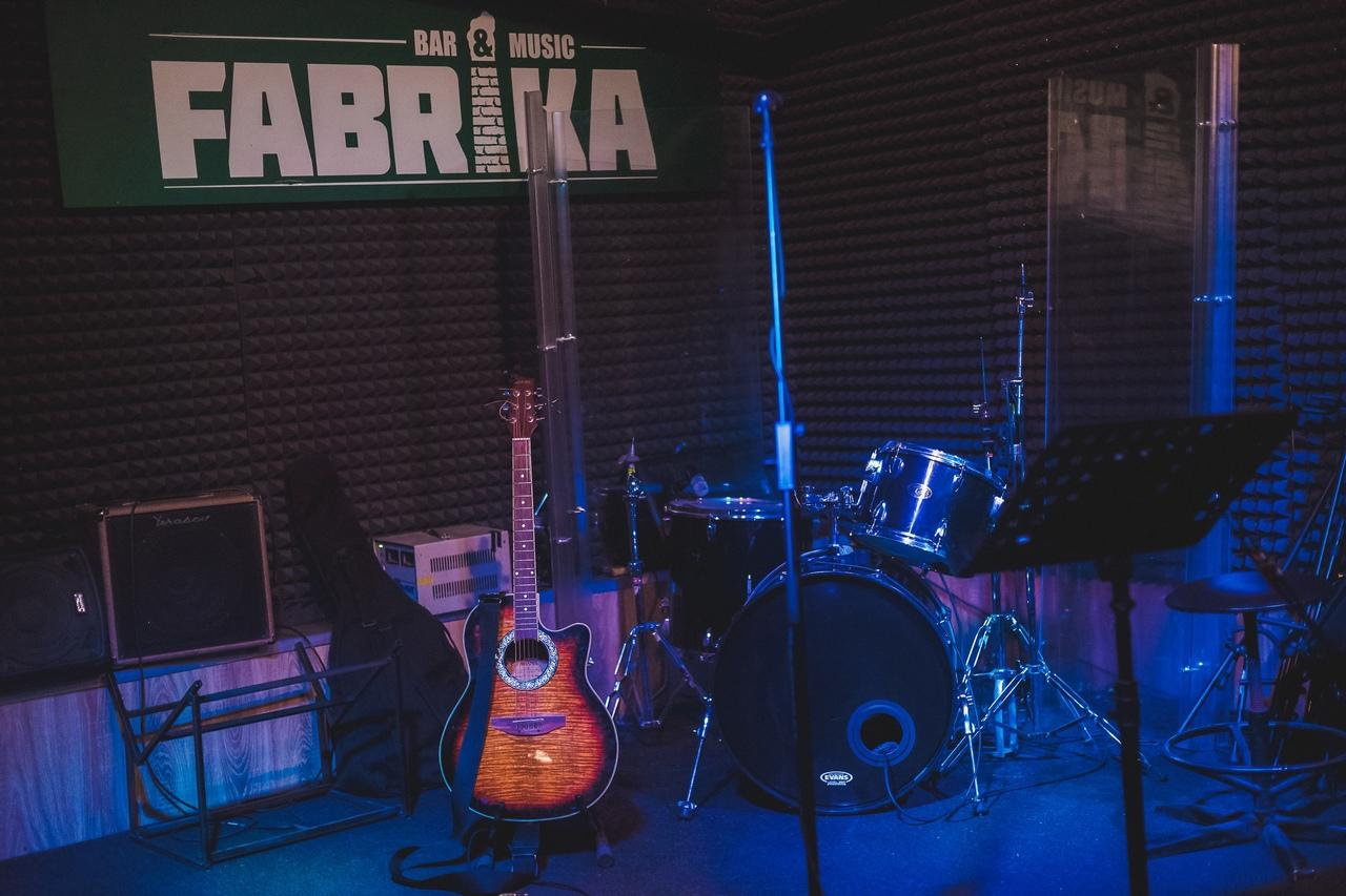 Музыкальный бар Fabrika
