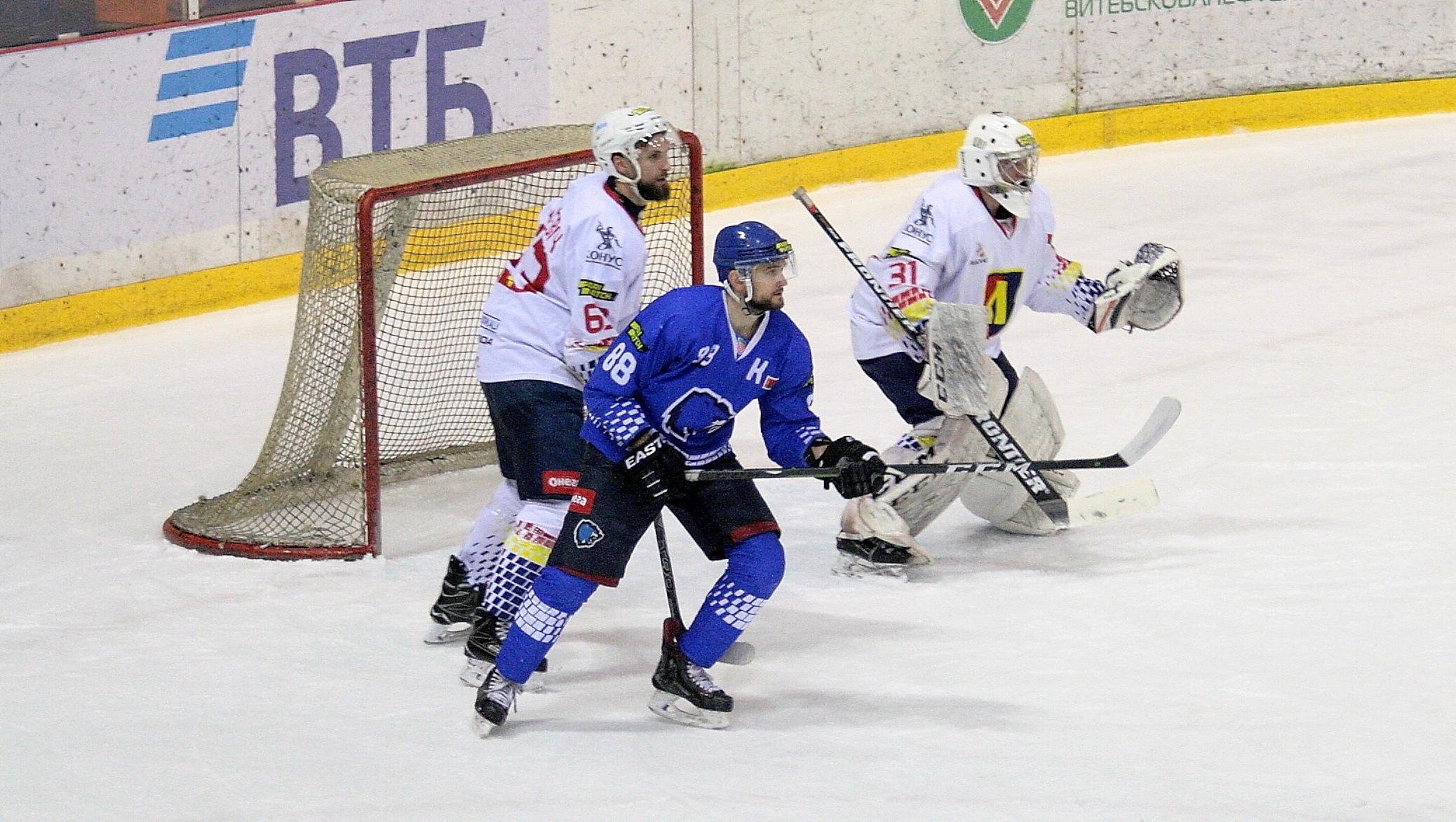 Хоккейный клуб «Лида» на выезде уступил «Витебску».