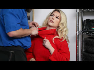 Охранник заставил расплатиться блондинку за кражу (Kit Mercer,инцест,milf,минет,секс,анал,мамку,сиськи,brazzers,порно,зрелую)
