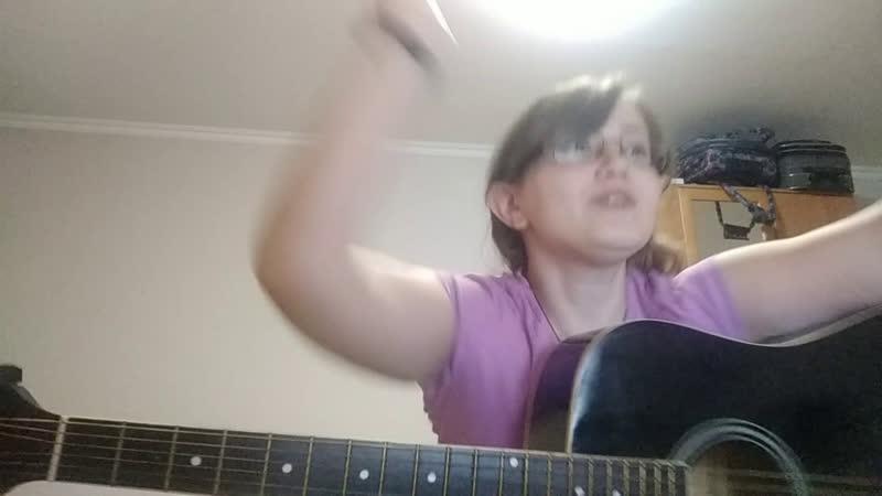 Не бейте вокалиста, играет, как может...
