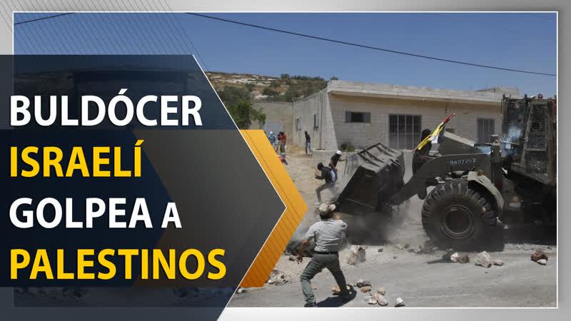 Buldócer israelí golpea con bloques de piedra a palestinos