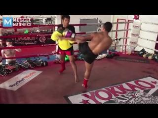 Most dangerous legs - saenchai - muscle madness