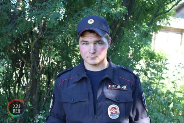 В Костромской области полицейский вынес из горящего дома 7-дневного младенца, а...