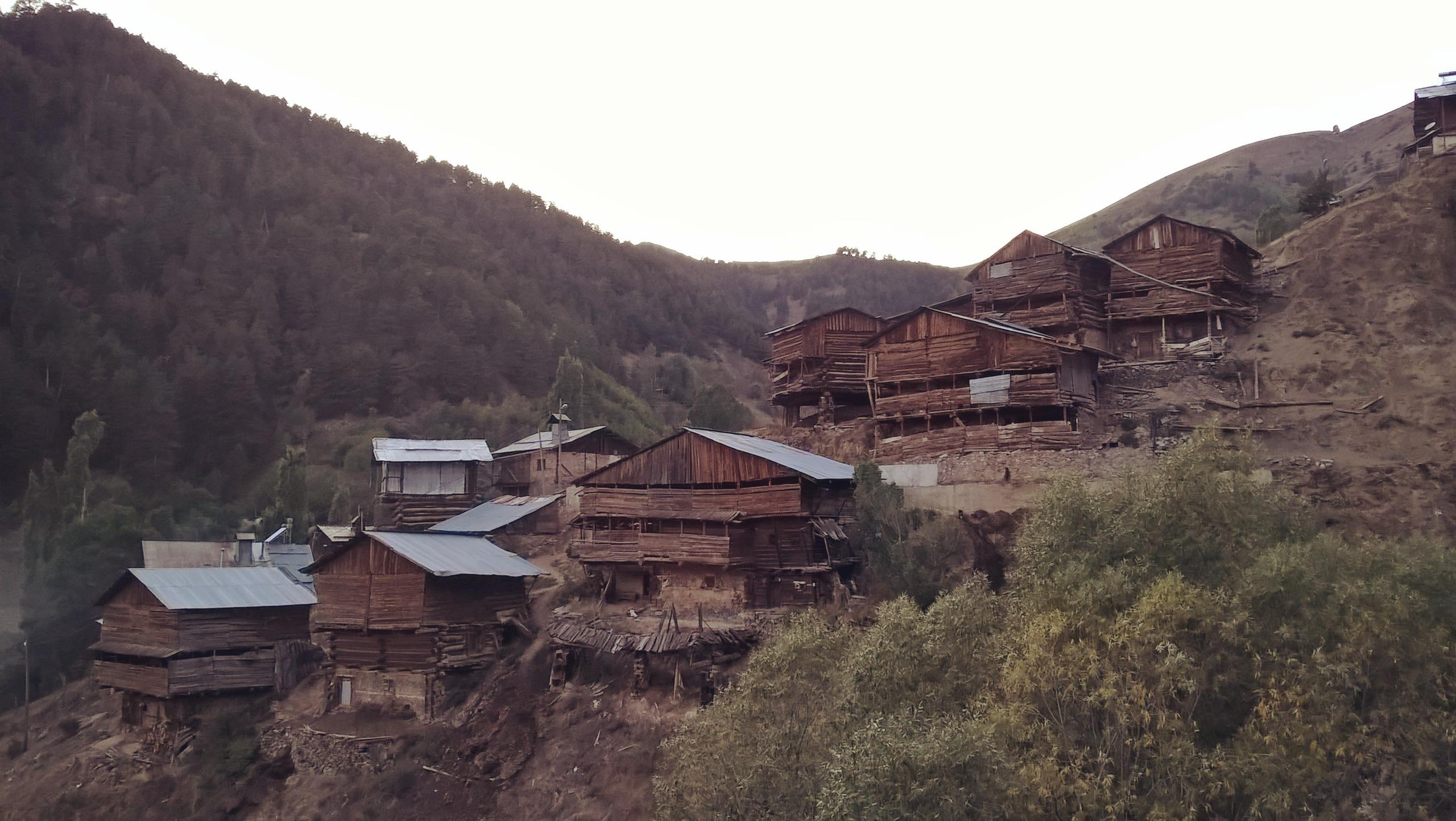 Домики в деревне Йылдызтепе в Турции.