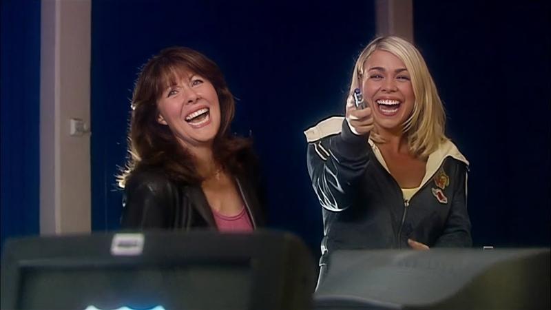 Сара Джейн и Роза обсуждают Доктора Встреча в Школе Доктор Кто